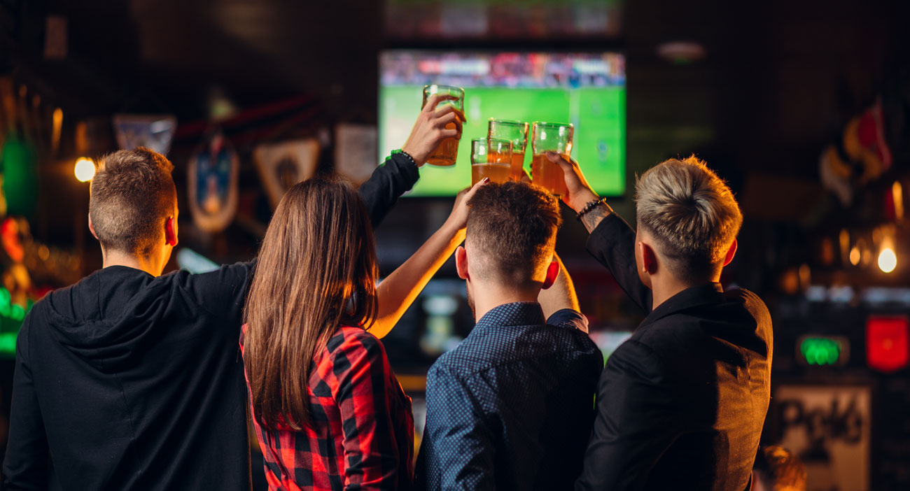 sports-bar-patrons